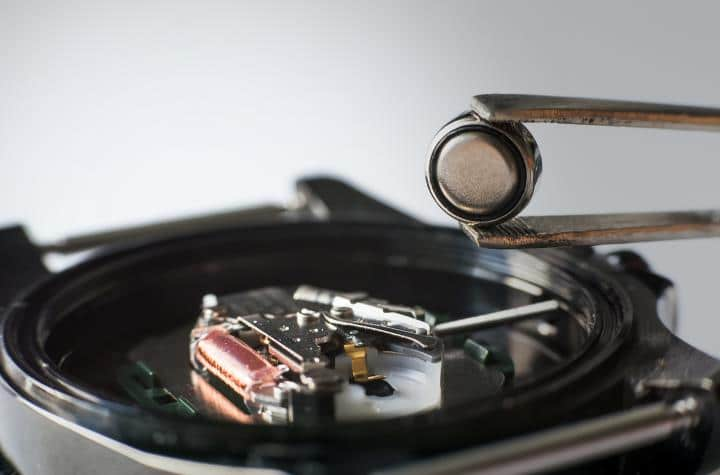 picture of a watch and a battery