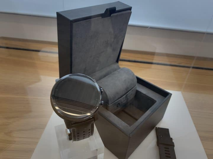 Amazfit Stratos 3 watch and display box