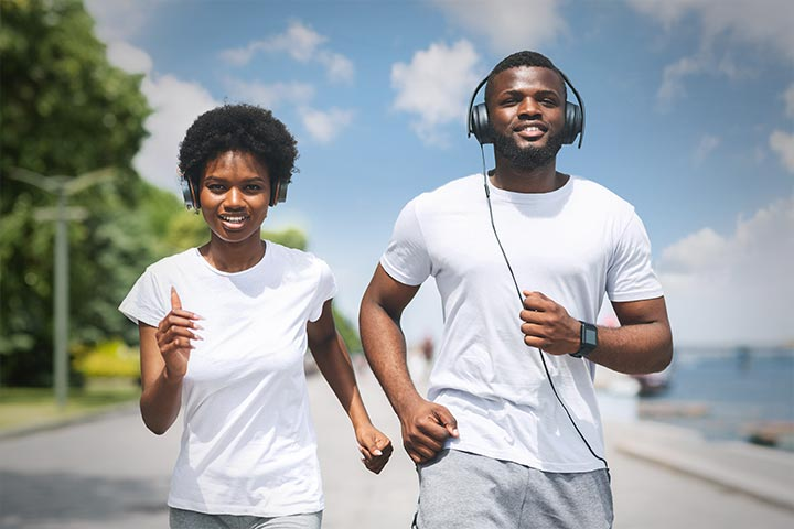 Couple running listening to music