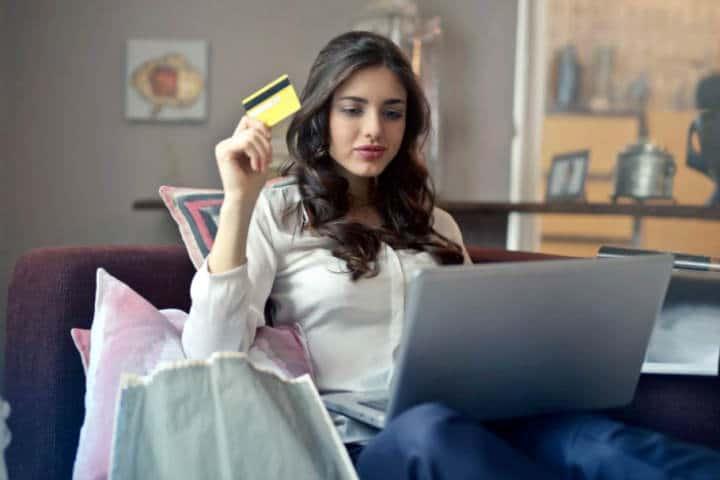 woman using credit card