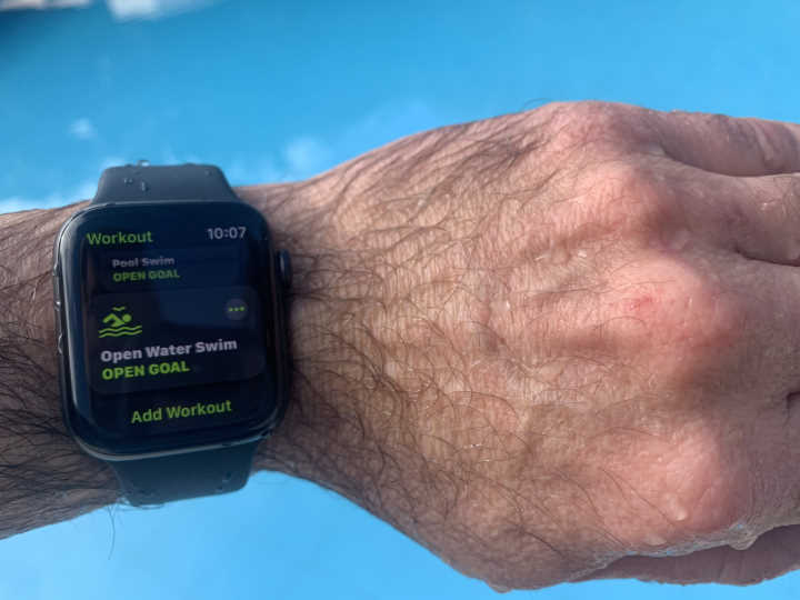 Apple watch water proof