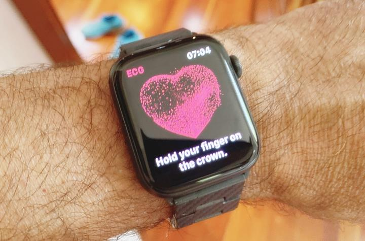 Apple Watch ECG App uses the crown button