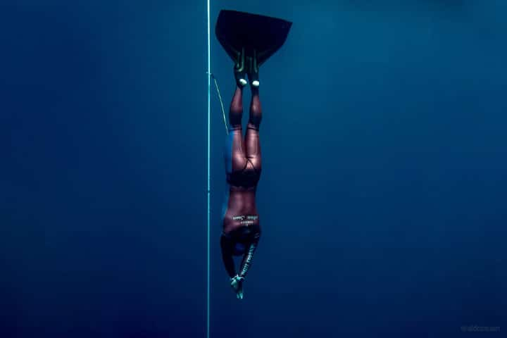 Freediver dives deep wearing Garmin Descent mk1