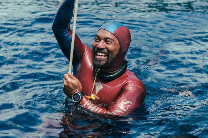 Freediver surfaces after deep dive wearing Garmin Descent Mk1
