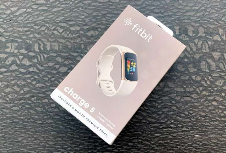 Fitbit Charge 5 - boxed